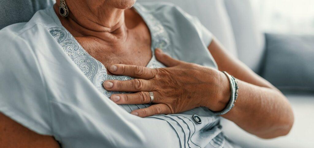 kalp hastalığı yaşlı kadın