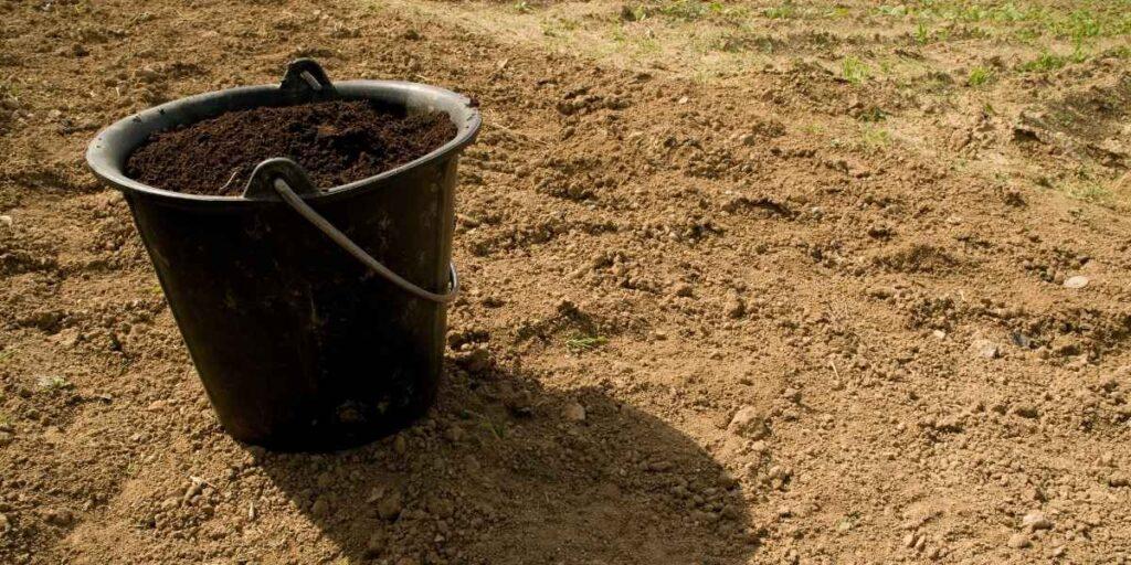toprak analizi ve toprak dolu kova